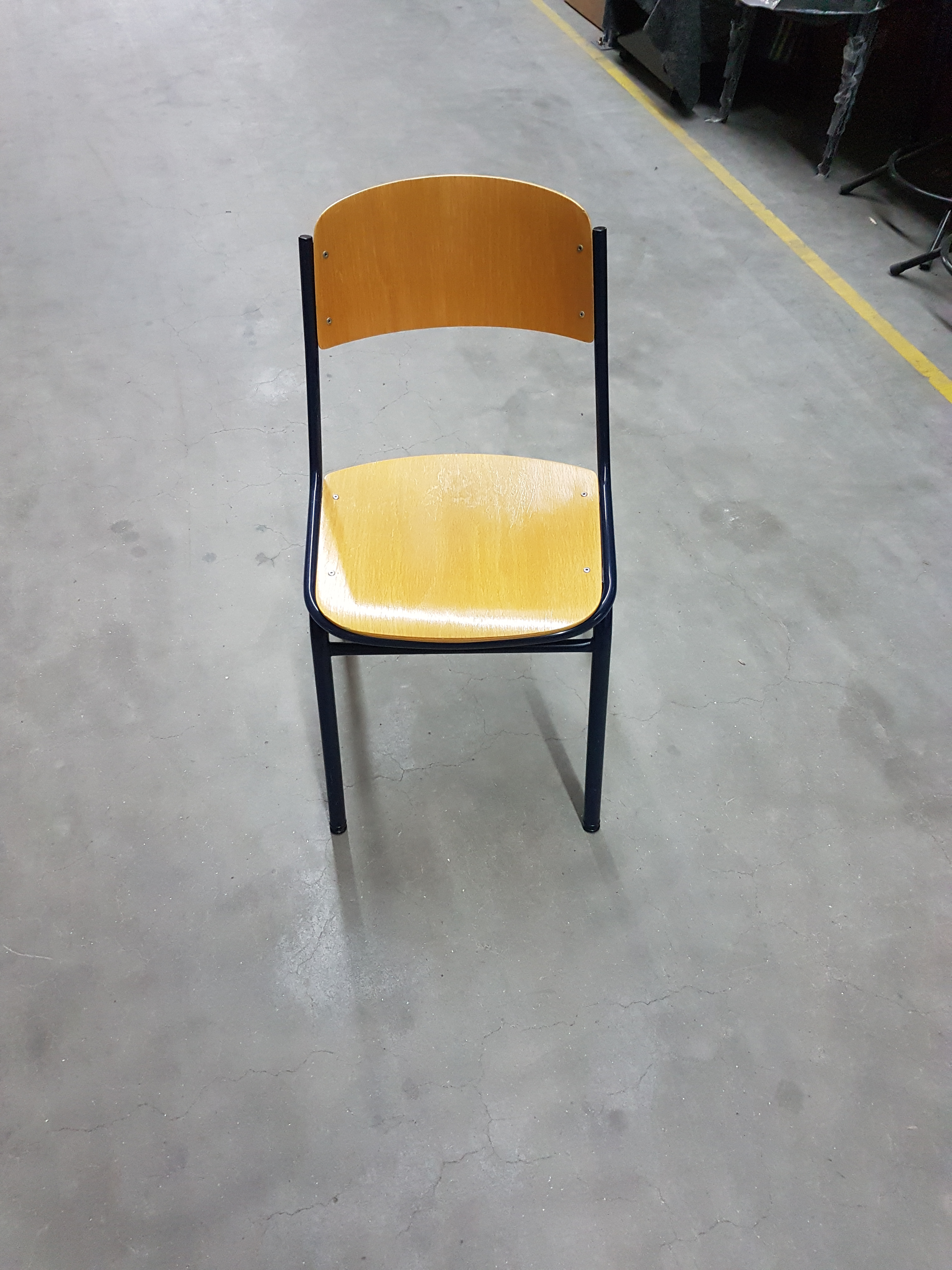 80x schoolstoel 4-poot donkerbl.beuken. 20,-